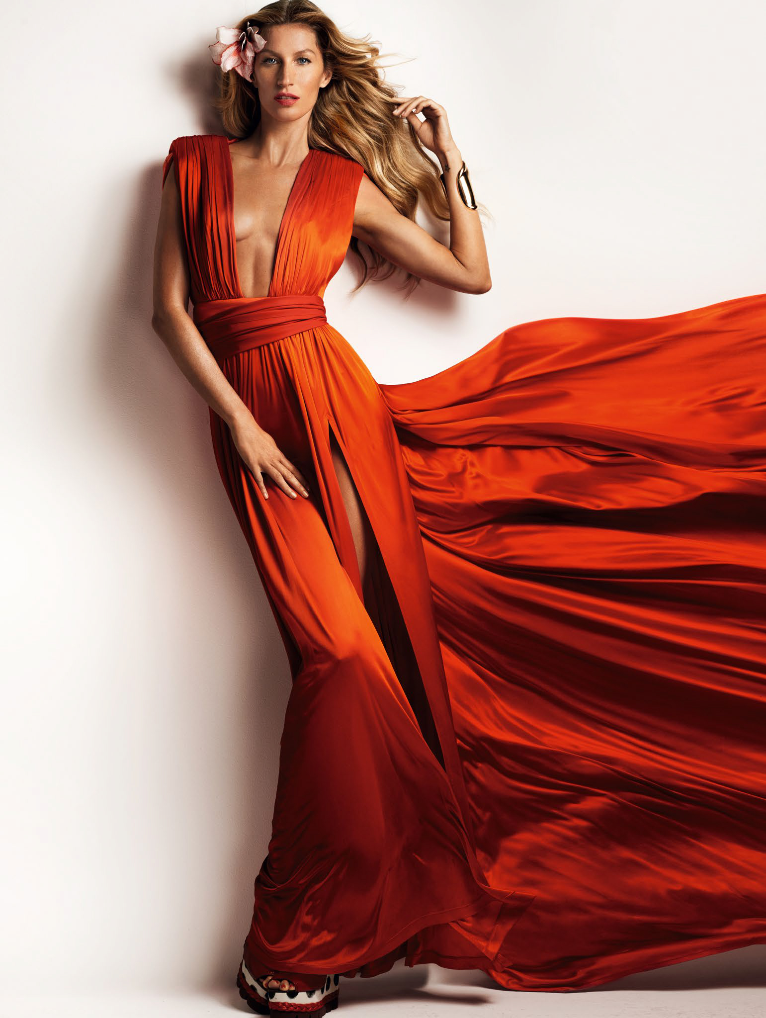 gisele-bc3bcndchen-by-mario-testino-for-vogue-china-march-2015-5