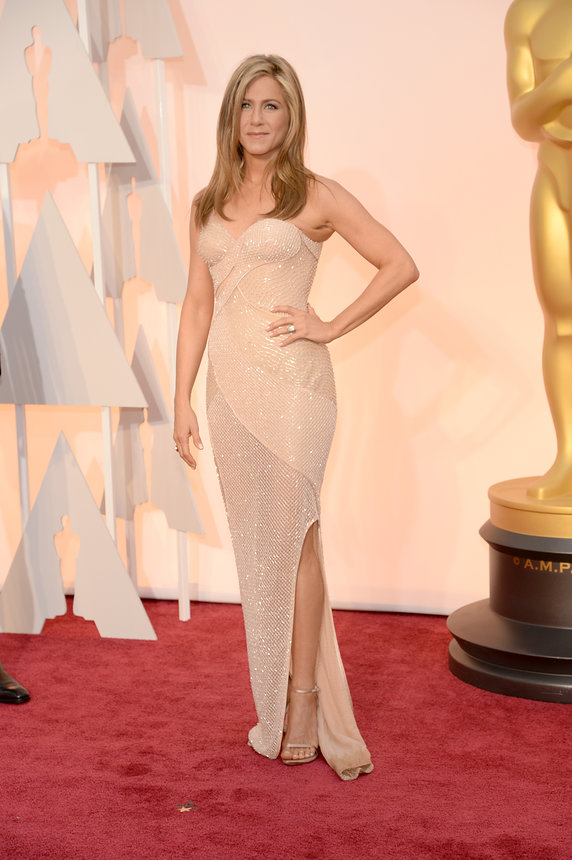 jennifer-anniston-oscars-red-carpet-20151